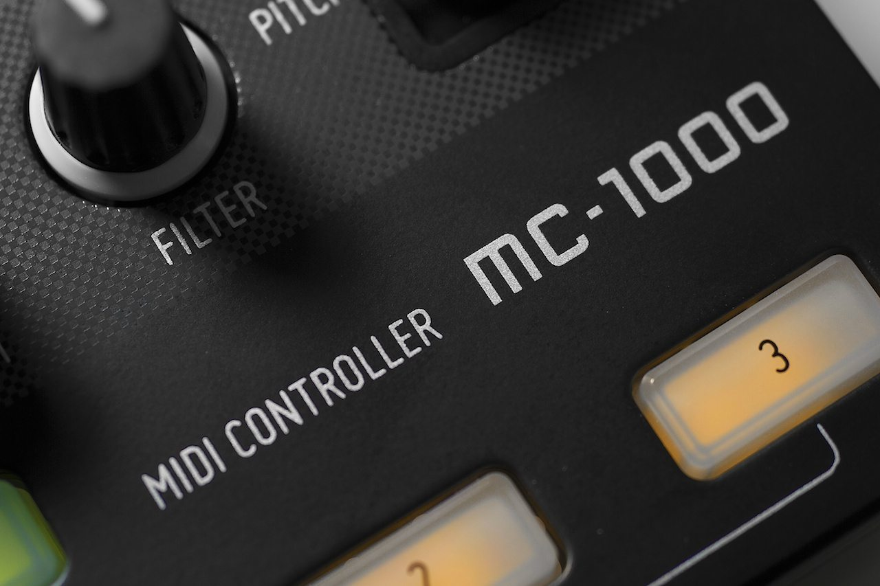 Zomo MC-1000 Controller Review 3
