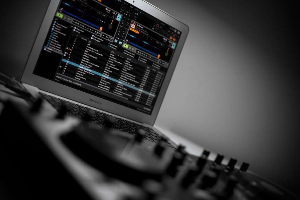 DJs - what is your laptop of choice and why?  6