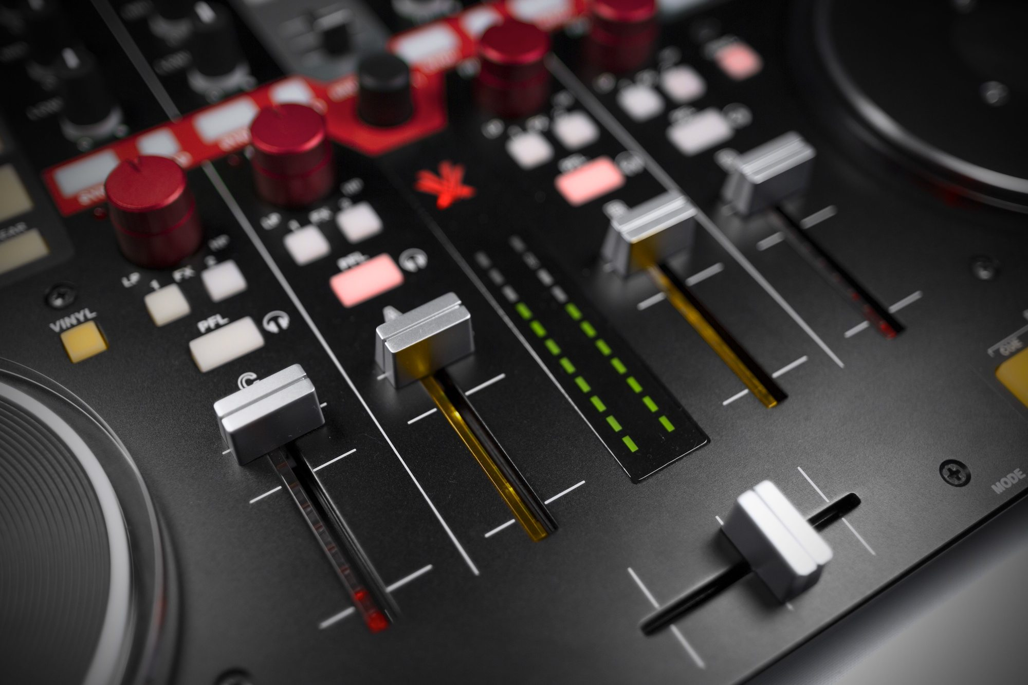 REVIEW: Vestax VCI-400 Controller Part 2 | DJWORX