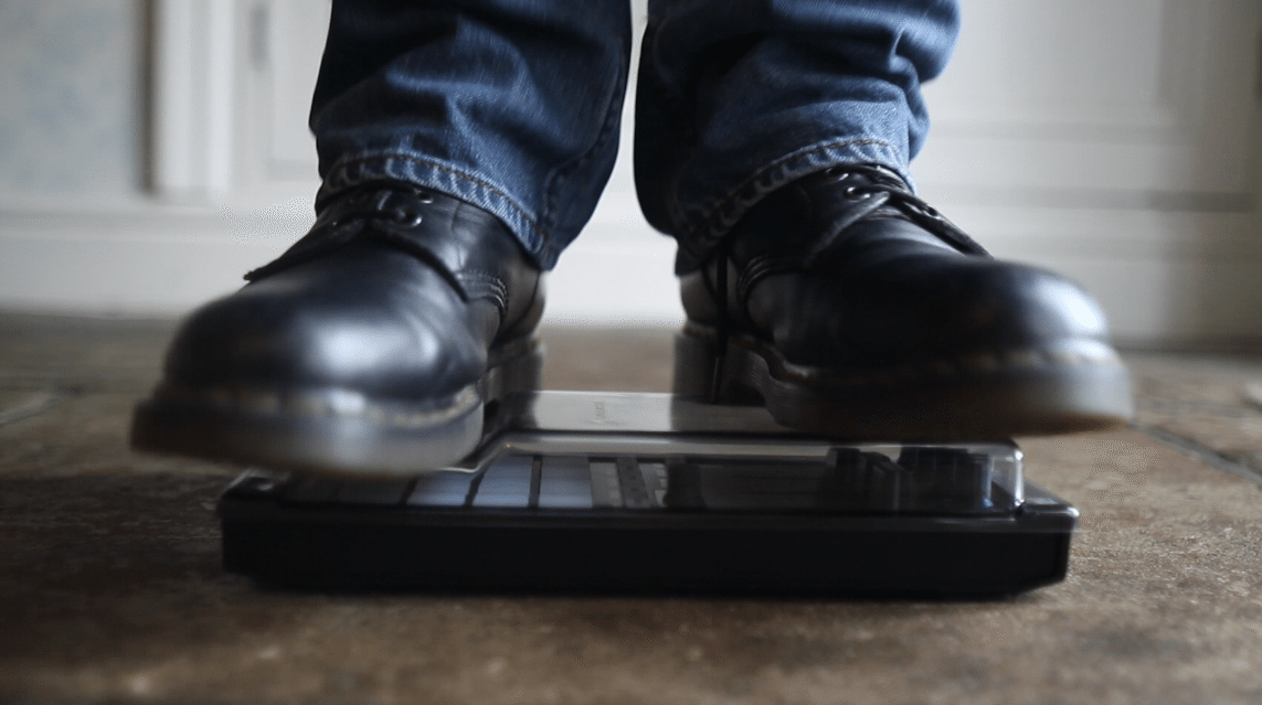 This is how you do a DJ gear video review: Decksaver for Kontrol F1 3