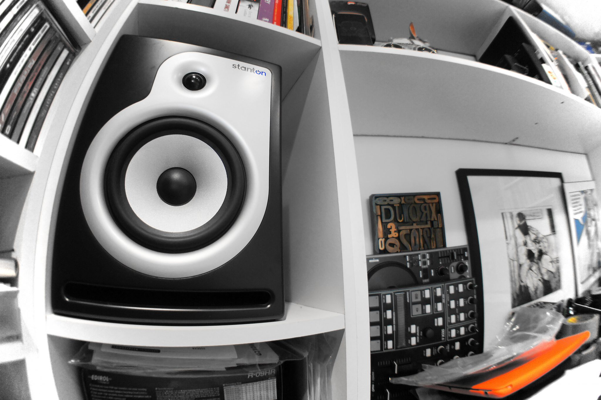 Broken studio monitor = time for a group test 4