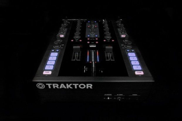 Native Instruments Kontrol Z2 mixer (3)