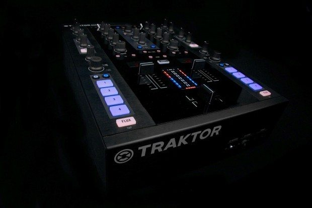 Native Instruments Kontrol Z2 mixer (9)