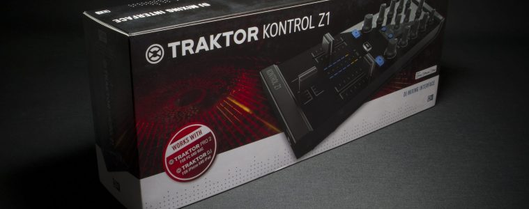 Native Instruments Traktor Kontrol Z1 DJ controller iOS iPad iPhone Unboxing (8)