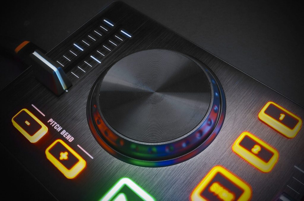 REVIEW: Behringer CMD Micro DJ Controller 1