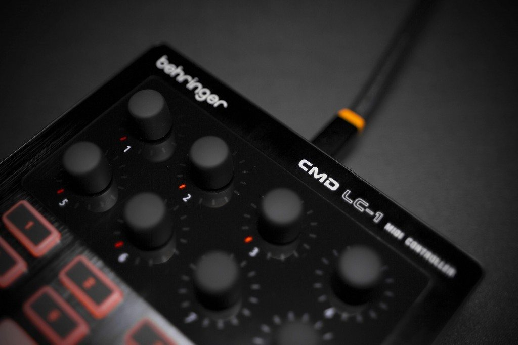 Behringer CMD Micro DJ Controller Review (16)