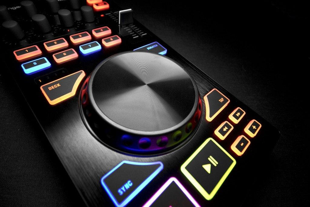 Behringer CMD Micro DJ Controller Review (9)