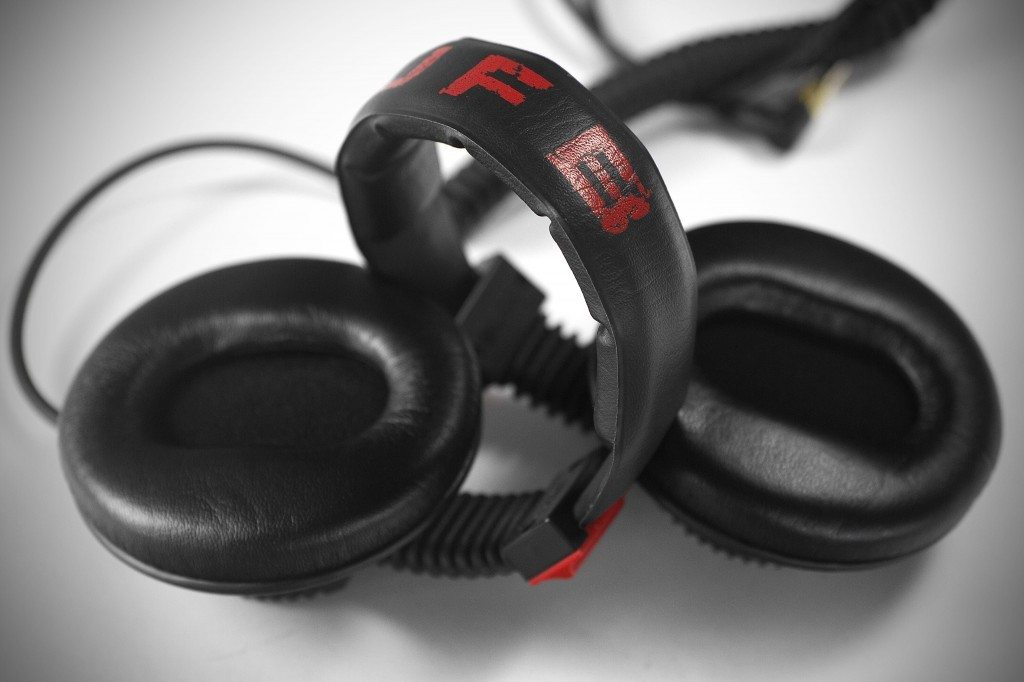 GermanMAESTRO GMP 8.35 D JFB DJ Headphones review (14)
