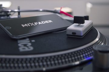 VIDEOS: Using the bluetooth Mixfader with turntables 4