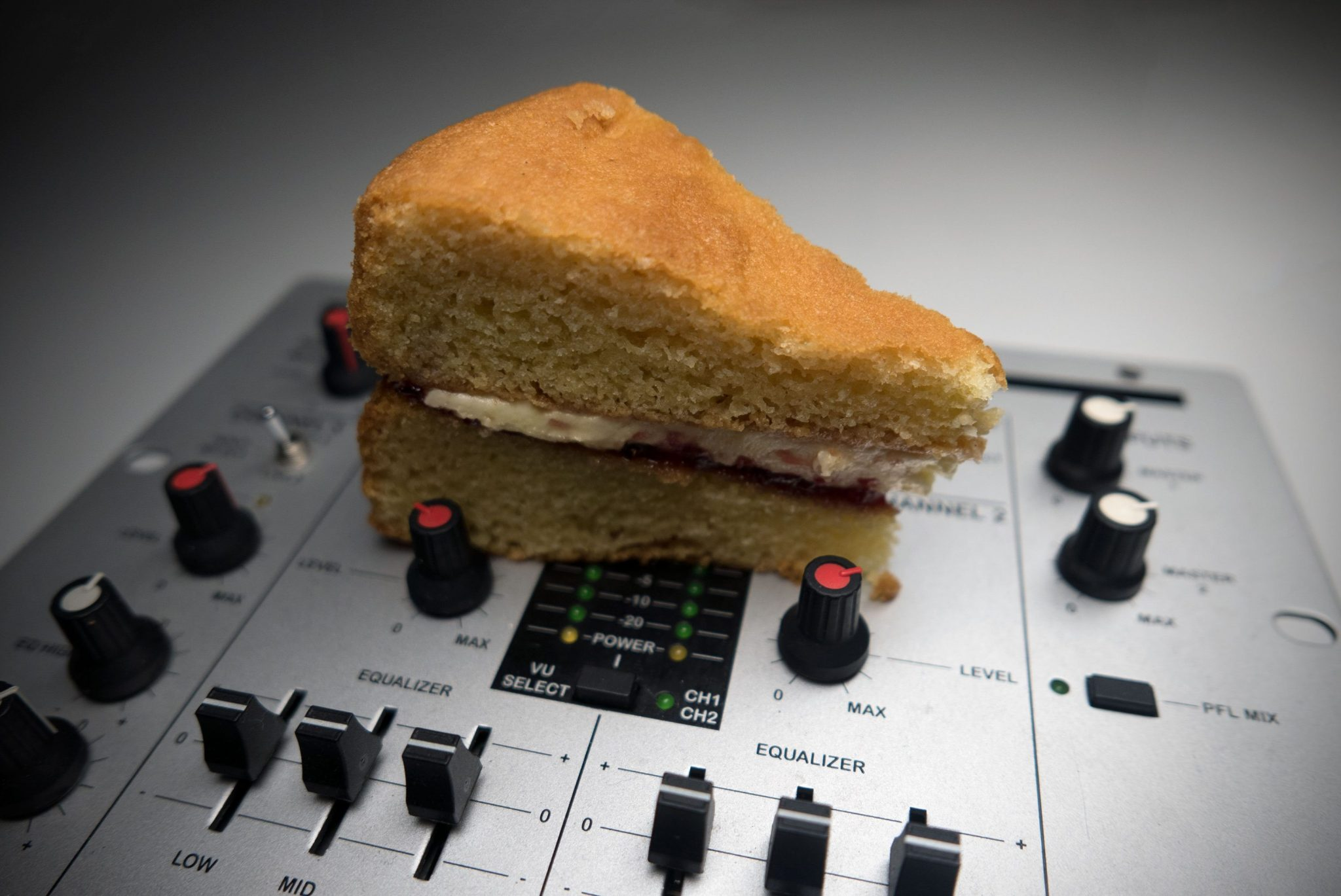 FUN FRIDAY: How to stop clipping on your DJ mixer 7