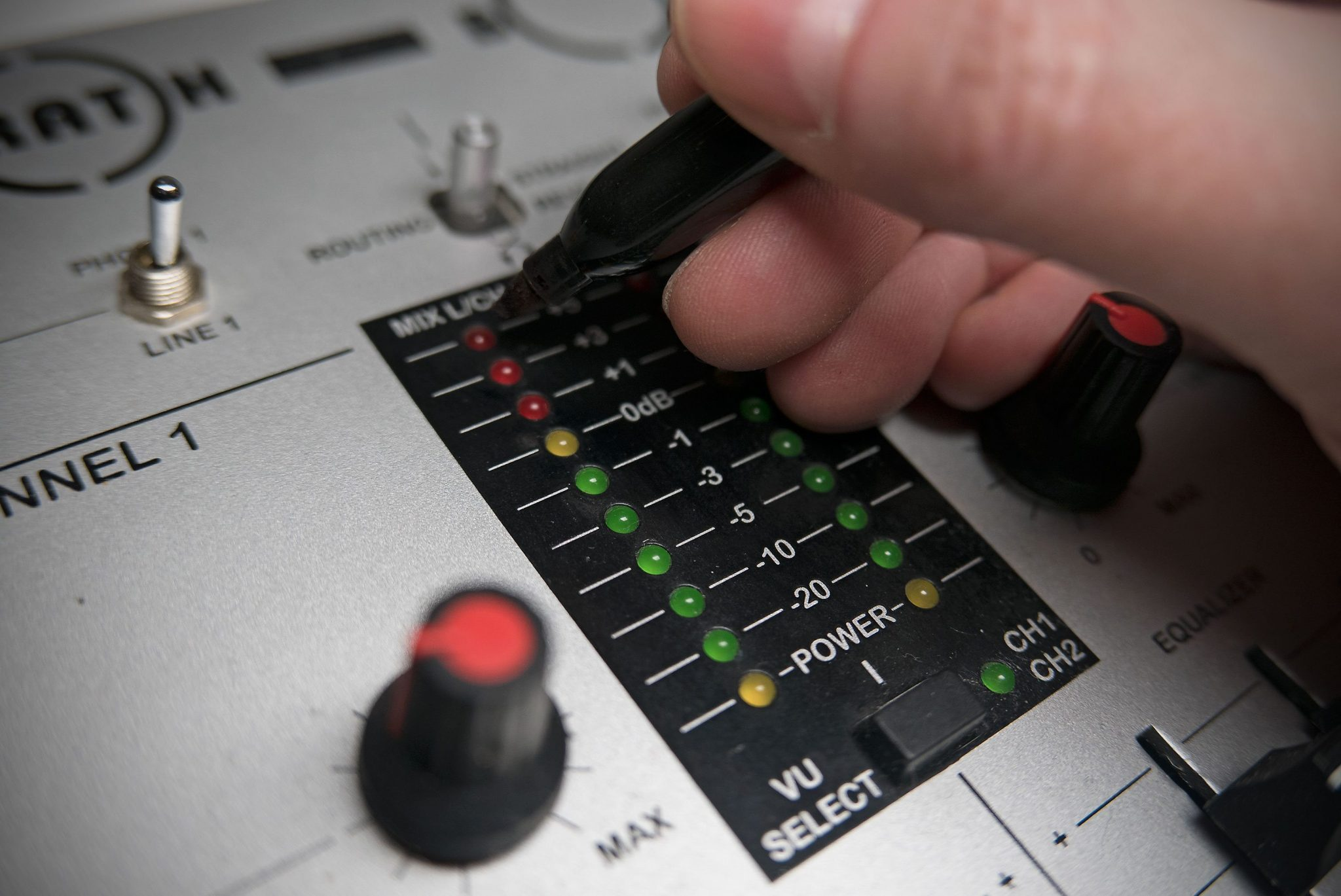 FUN FRIDAY: How to stop clipping on your DJ mixer 5