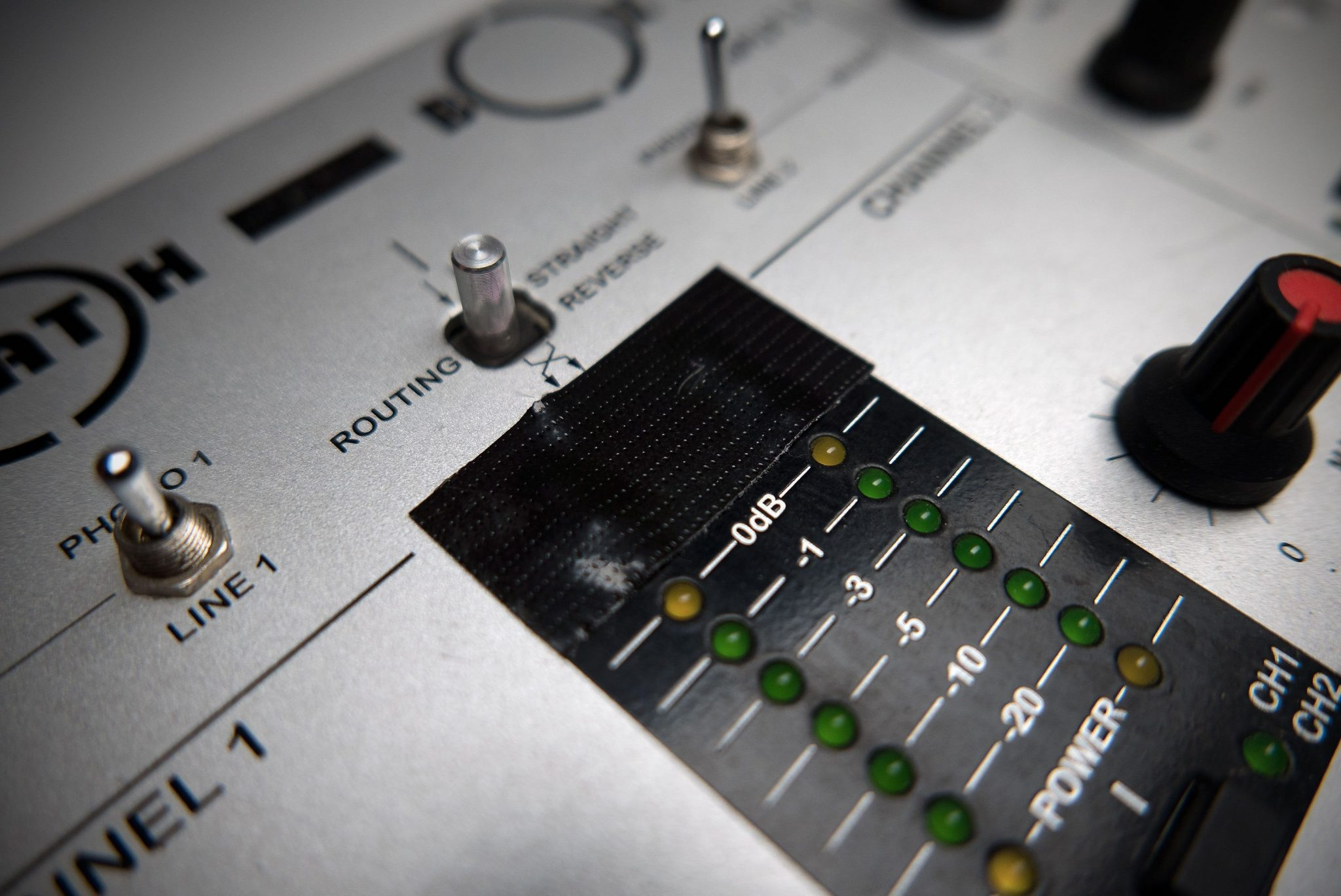 FUN FRIDAY: How to stop clipping on your DJ mixer 4