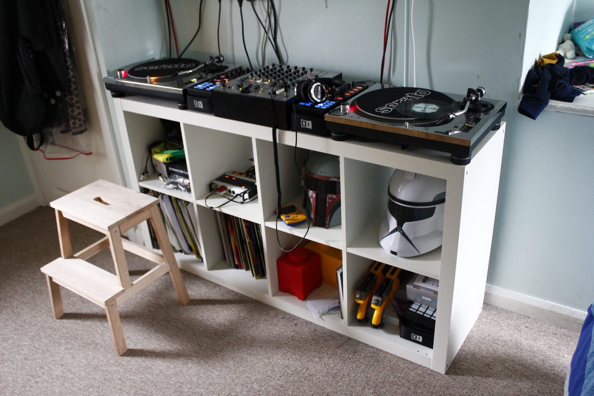 friday fun post a picture of your dj setup right now djworx. Black Bedroom Furniture Sets. Home Design Ideas