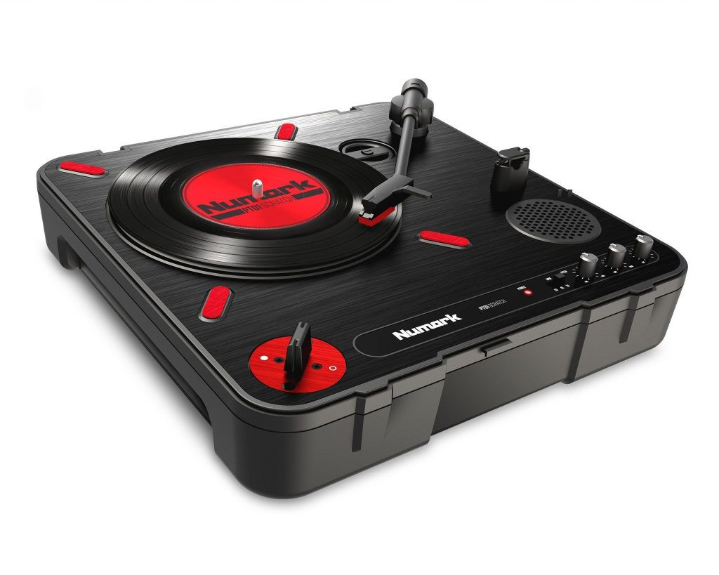 Numark PT01 Scratch portablist portable turntable DJ Expo (4)