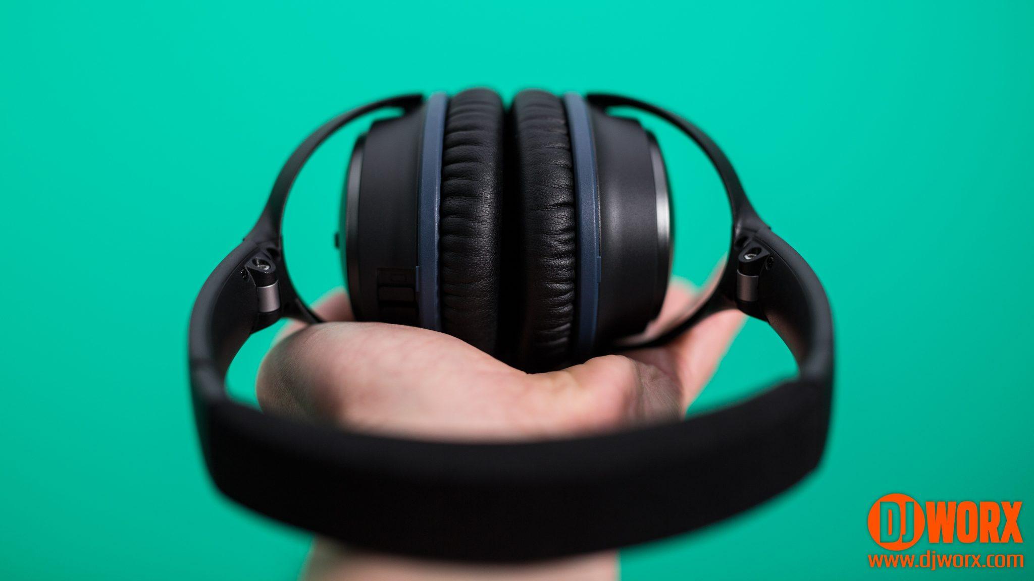 REVIEW: Bose QC20 and QC25 noise-cancelling headphones 7