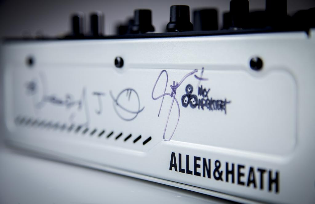 Allen Heath xone:db4 prototype famous8 eBay auction CLIC Sargent charity (4)