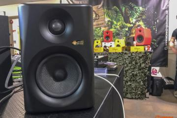 Monkey Banana Lemur 5 live modelling studio monitors (1)