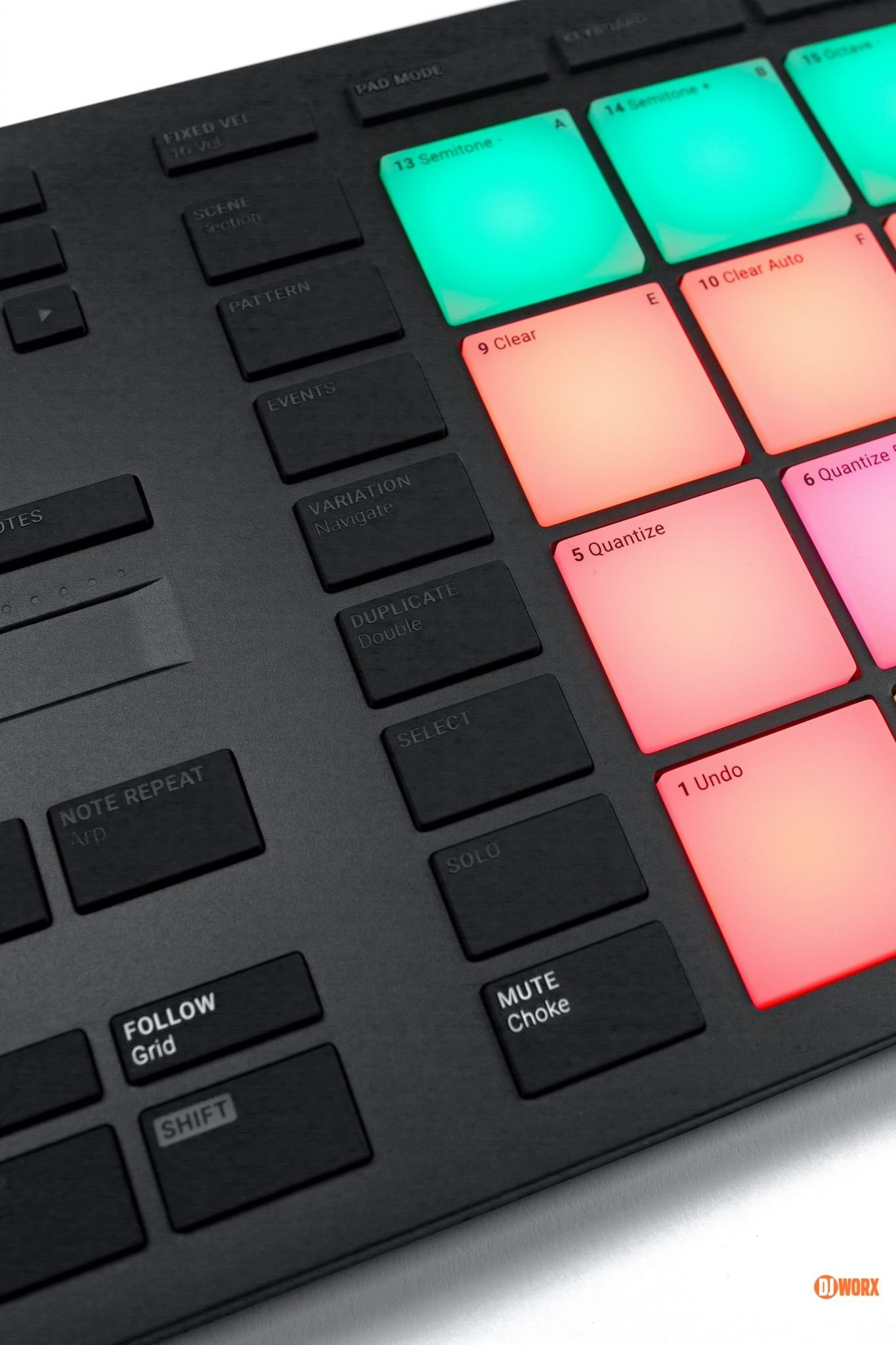 Native Instruments Maschine Mikro mk3 review DJWORX DJ (5)