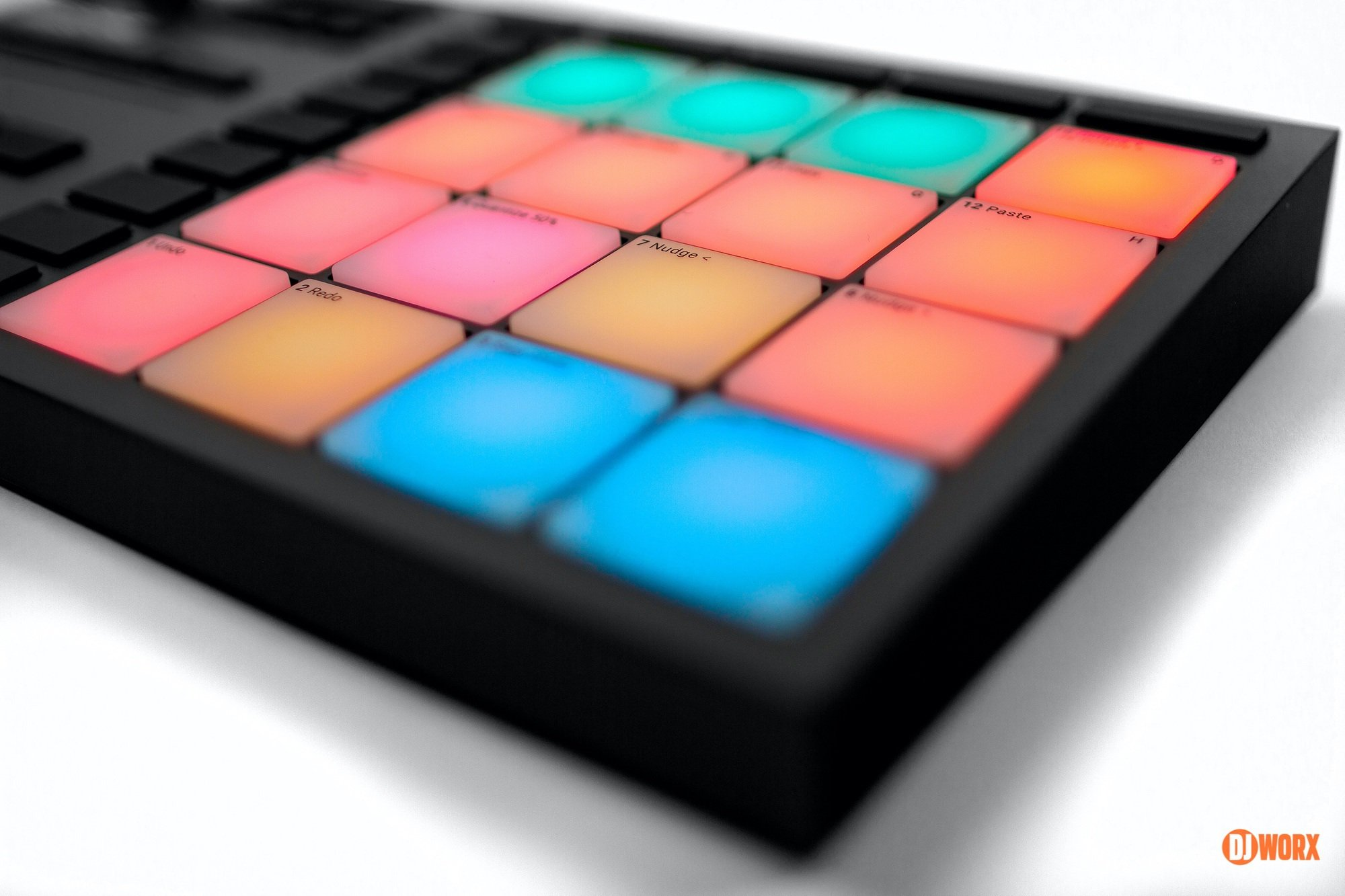 Native Instruments Maschine Mikro mk3 review DJWORX DJ (2)